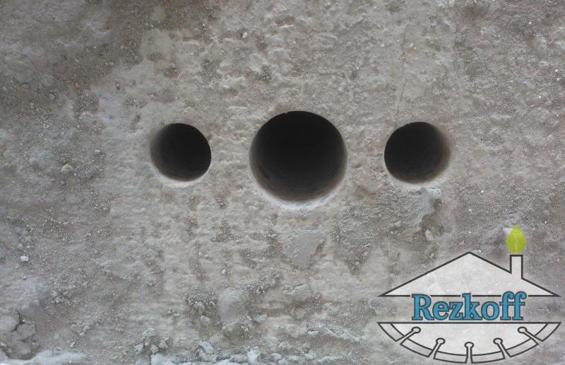 Бурим отверстия в бетоне